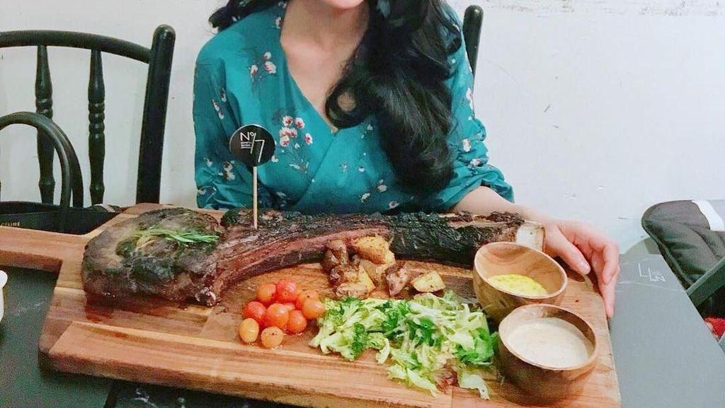 Si Jago Masak Tya Arifin dan Kerennya Thiago Silva Ketika Makan Bareng Keluarga