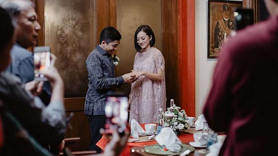 Happy Engagement Lolita Agustine dan Kekasih!