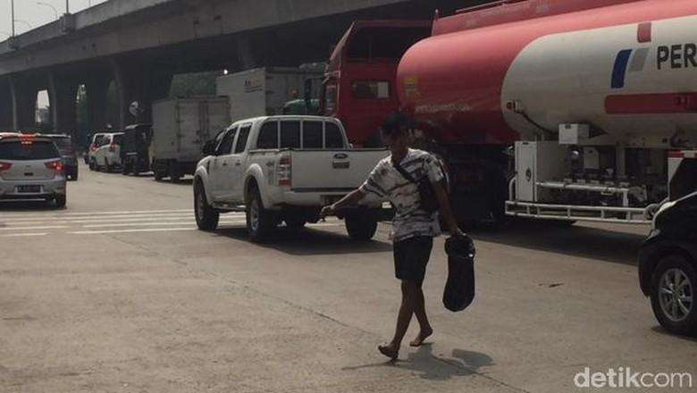Polisi Mengaku Sulit Tindak Bocah Pencuri Bensin dari Truk Tangki