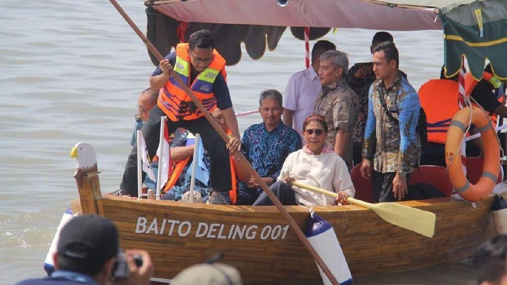 Susi Luncurkan Kapal Bambu Pertama di Dunia Made in RI