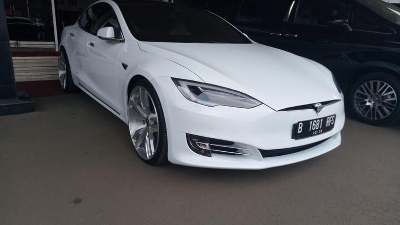 Harganya Kemahalan Mobil Listrik Tesla Nggak Dilirik Orang Ri