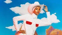 Mengenal Halima Aden, Model Berhijab Pertama yang Muncul di Majalah Bikini