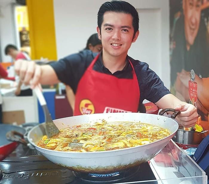 Aktor kelahiran 27 April 1983 ini memang sudah dikenal jago masak. Nicky Tirta bahkan sudah sering menunjukan kemampuan masaknya di layar kaca. Foto: Instagram nickytirta