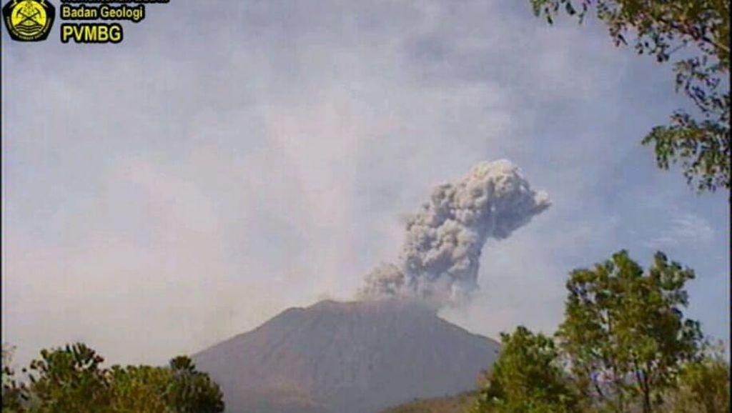 Cerita Kepala Banjar Saat Gunung Agung Erupsi