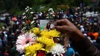 Para pemuka agama meminta pihak keluarga mengikhlaskan para korban yang telah kembali ke pangkuan Sang Khalik.