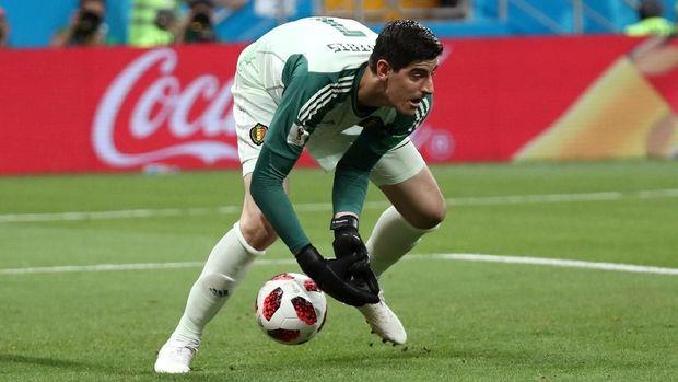 Thibaut Courtois nyaris melakukan blunder saat bermain melawan Jepang.