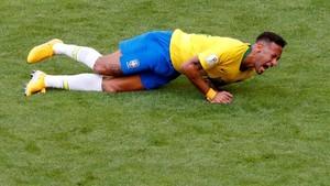 Kocak! Aksi Guling-guling Neymar Dijadikan Perlombaan