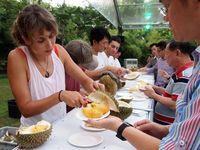 Jatuh Cinta pada Durian, Blogger Amerika Ini Bikin Buku Panduan Durian