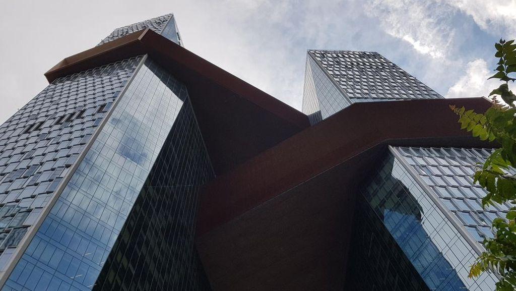 Kedua menara dihubungkan oleh tiga jembatan yang disebut Cultural Link, Health Link, dan Knowledge. Foto: CNET