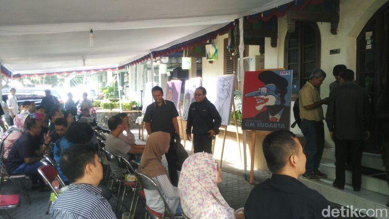 Abu jenazah GM Sudarta disemayamkan di pemakaman seniman Girisapto Bantul, Yogyakarta, Jawa Tengah, Selasa (3/7). Foto: Usman Hadi