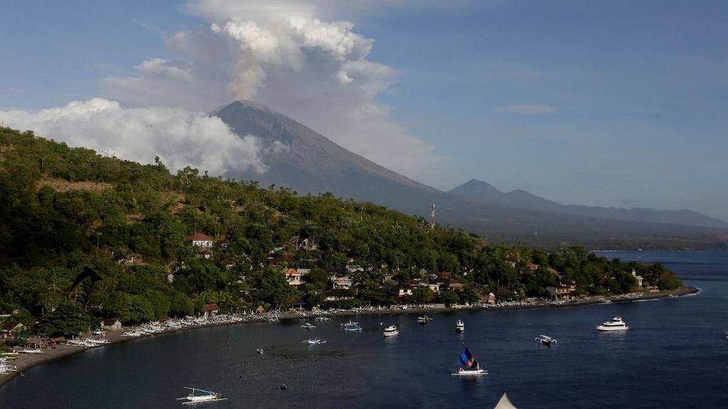 Gunung Agung Erupsi, Luhut: Nggak Bakal Ganggu Pertemuan IMF