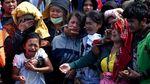 Raut Duka Keluarga Korban KM Sinar Bangun Saat SAR Ditutup