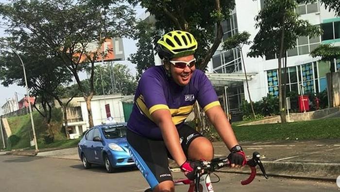 Bougie dengan sepeda Cervelo S5 yang dibegal di kawasan Pondok Indah, Jakarta Selatan baru-baru ini. Foto: dok: Pribadi