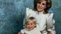 Lucunya Pangeran William saat melakukan pemotretan bersama Putri Diana. Dok. Instagram/velvetcoke