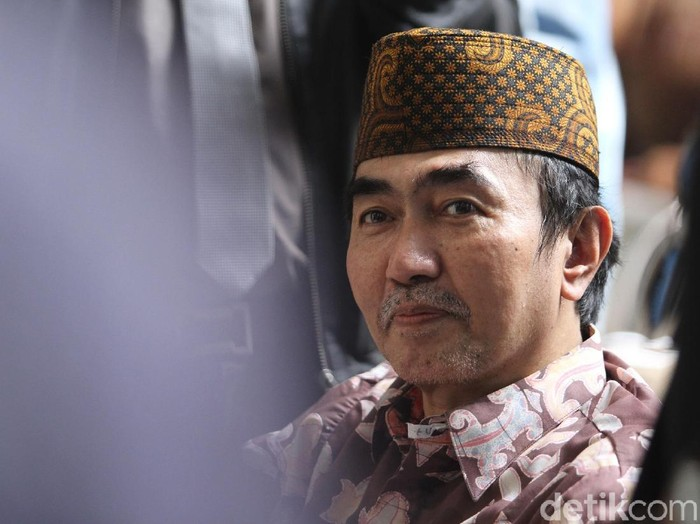 Gatot Brajamusti datang sidang di Pengadilan Negeri Jakarta Selatan menggunakan kursi roda