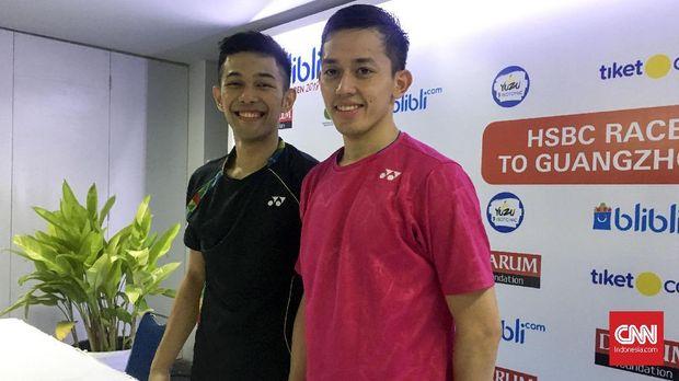 Fajar Alfian (kiri) mengakui kehebatan Kevin Sanjaya.