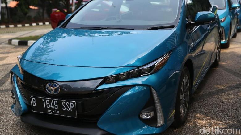 Toyota Prius Plug in hybrid yang diserahkan Toyota ke Kemenperin (Foto: Agung Pambudhy)