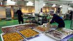 Aksi Para Koki Racik Makanan untuk Atlet Asian Para Games