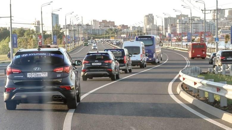 Iring-iringan kendaraan Hyundai mengantar tim Piala Dunia (Foto: FIFA)