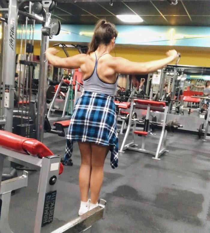 Menurutnya rutin nge-gym menjadi faktor utama membantunya mendapatkan bentuk tubuh seperti sekarang. Foto: Instagram/theirongiantess