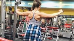 Laura Micetich memiliki berat lebih dari 300 pound atau sekitar 136 kg. Ia pun membuktikan disiplin dan kerja keras dapat menghasilkan hasil yang luar biasa.