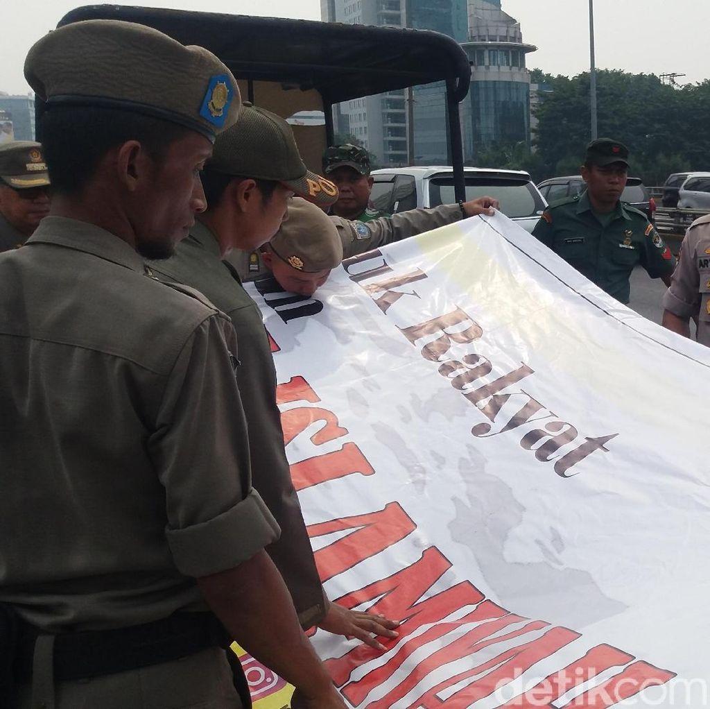 Selain Tema Asian Games, Spanduk dan Banner Dicopot Sandi