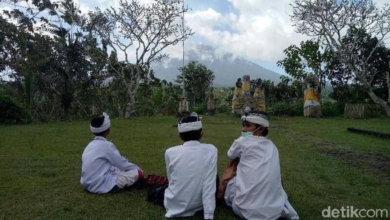 Hari Ini Gunung Agung Tiga Kali Erupsi, PVMBG: Status Siaga 3
