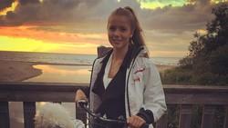 Pujaan hati Emil Krafth rupanya gemar berolahraga. Wanita bernama Lina Lundqvist itu pun kerap memperlihatkan perut rampingnya. Seperti apa penampakannya?