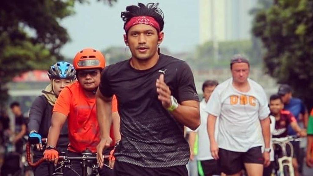 Foto: Ketika Papa Irfan Kulari ke Pantai Punya Badan Super Kekar