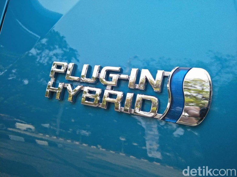 Mobil plug-in hybrid. Foto: Ruly Kurniawan