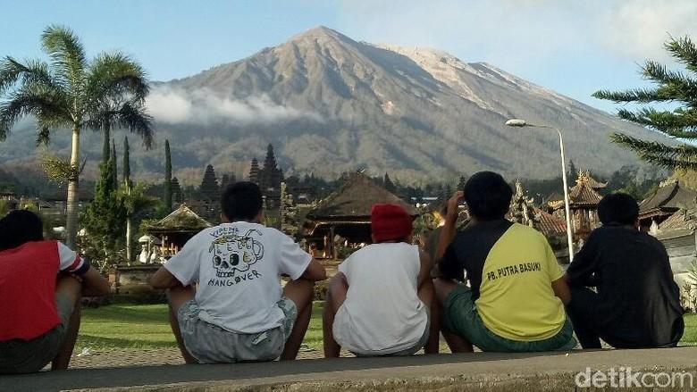Anak-anak di Lereng Gunung Agung sudah tahu antisipasi jika gunung erupsi (Ardian-detik)