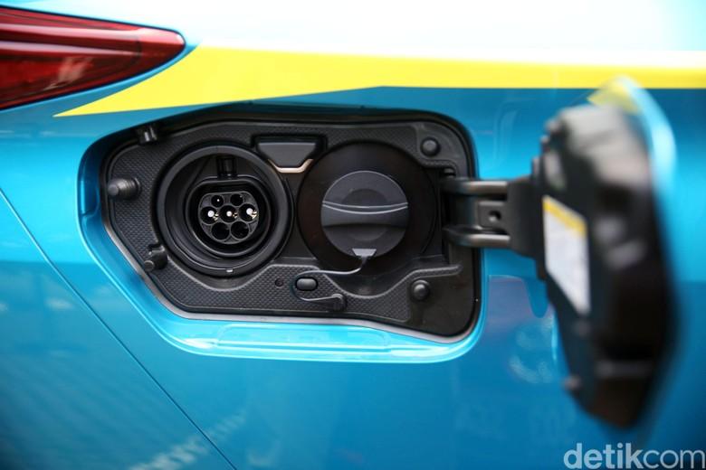 Colokan mobil listrik. Foto: Agung Pambudhy