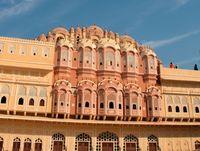 Nama lain bangunan ini adalah Istana Angin (hawa-mahal.com)