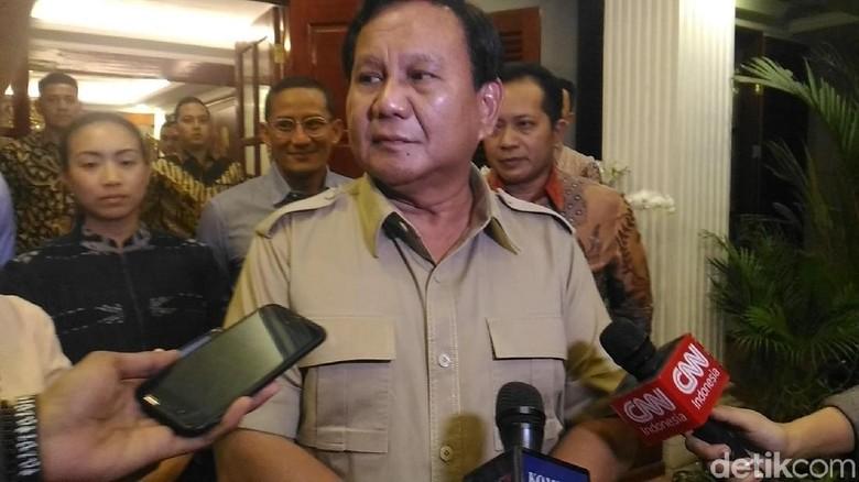 Kelakar Prabowo Sebut Ada 4 Nama Cawapres di Kantongnya