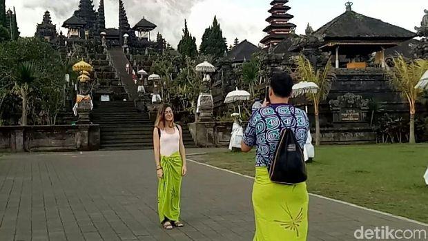 Wisatawan di Pura Besakih (Ardian/detikTravel)