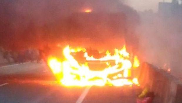 Bus ludes terbakar
