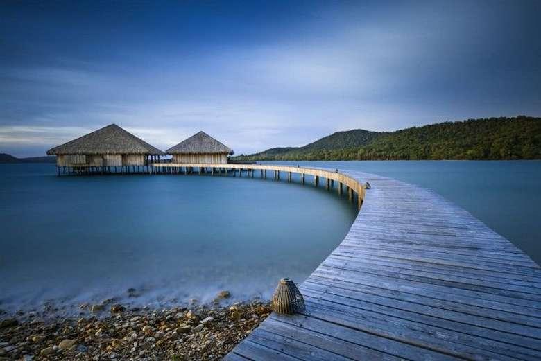 Main ke Kamboja bisa mampir ke Vista Restaurant yang jadi bagian hotel Song Saa Private Island. Panorama lautan yang cantik dengan sajian makanan buatan chef kelas dunia dijamin membuat pengalaman makan tak terlupakan. Foto: Istimewa
