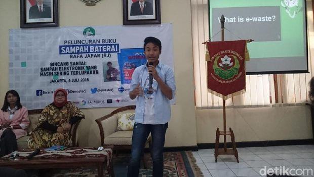 Pemuda Ini Ajak Masyarakat Peduli Sampah Elektronik