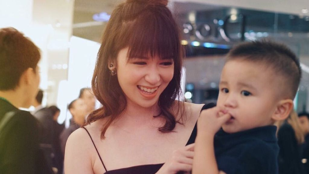 Indahnya Momen Kebersamaan Laura Basuki dengan si Kecil Owen