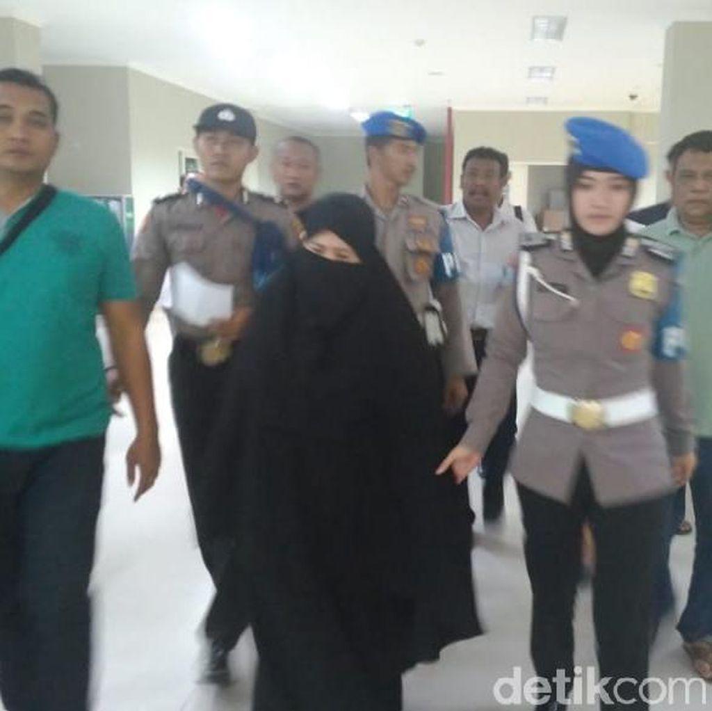 Istri Pemilik Bom Pasuruan Ditahan, Jalani Proses Hukum
