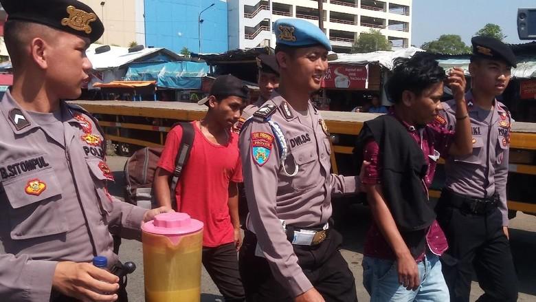 Polisi Razia Preman di Depok Cegah Kejahatan Jelang Asian Games