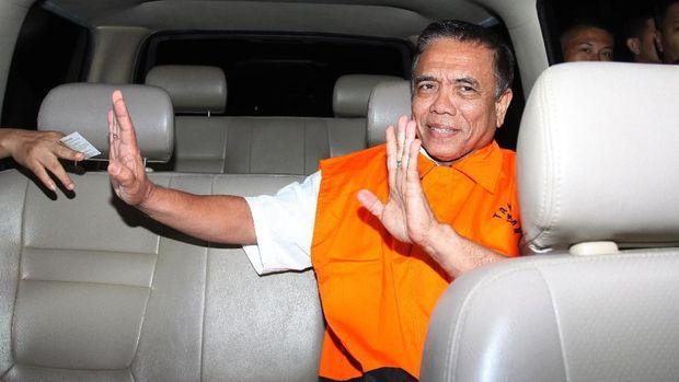 Gubernur nonaktif Aceh Irwandi Yusuf, di gedung KPK, Jakarta, Kamis (5/7).