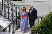 Ibu Negara AS Melania Trump saat memakai rancangan Ralph Lauren dalam sebuah kesempatan.