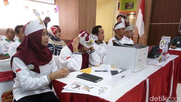Suasana rapat Pleno KPU Surakarta.