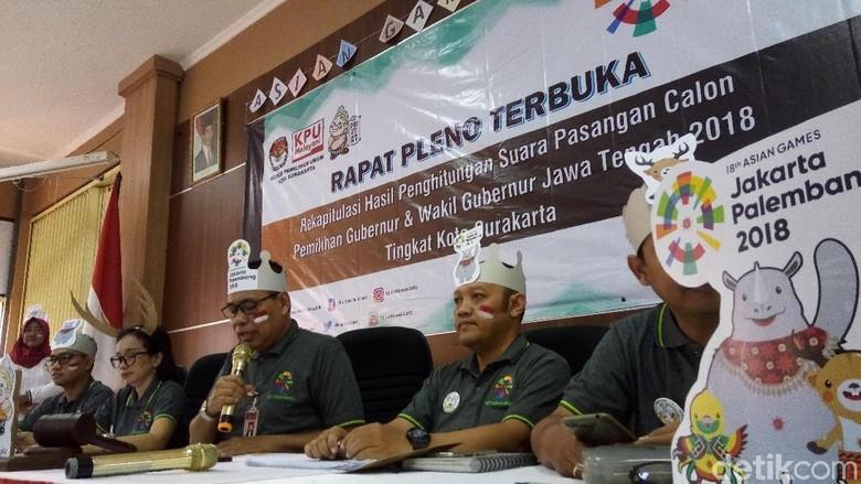 Meriah! Rapat Pleno KPU Surakarta Diwarnai Atribut Asian Games