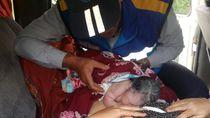 Seorang Wanita Melahirkan dalam Minibus di Tol Cipularang