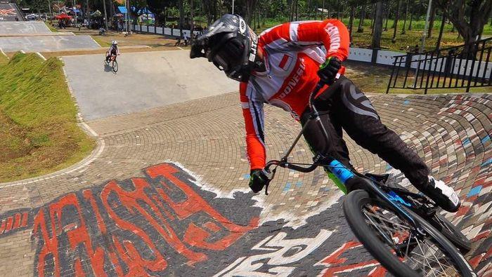 Kejuaraan BMX Banyuwangi diikuti atlet timnas Indonesia dan juara dunia BMX (Foto: Ardian Fanani)