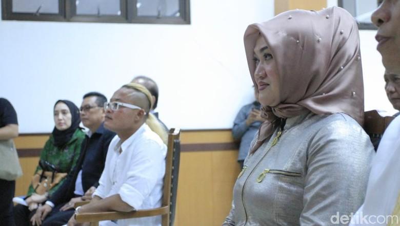 Lina (kanan) Foto: Wisma Putra/detikHOT