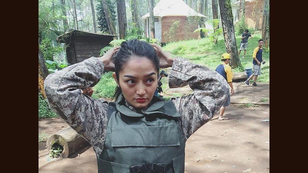 Gaya Olahraga Syantik Ala Siti Badriah: Dari Nge-gym Sampai Paintball