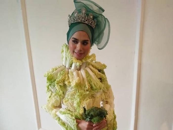 Gaun pengantin kubis ala desainer Malaysia. Foto: Instagm/AzzamAziz